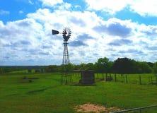 Vecchio mulino a vento fotografia stock libera da diritti