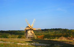 Vecchio mulino a vento Fotografie Stock