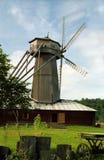 Vecchio mulino a vento al giorno pieno di sole Fotografia Stock Libera da Diritti