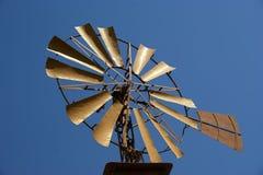 Vecchio mulino a vento del ranch Fotografie Stock