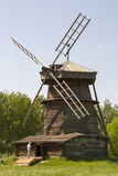 Vecchio mulino a vento di legno in Suzdal', Russia Fotografie Stock