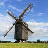 Vecchio mulino a vento di legno tradizionale Fotografie Stock Libere da Diritti