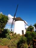 Vecchio mulino a vento di pietra bianco Immagine Stock