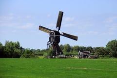 Vecchio mulino a vento nei Paesi Bassi sul modo andare ad Amsterdam fotografie stock