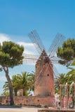 Vecchio mulino a vento nello stile spagnolo Immagine Stock