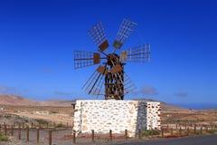 Vecchio mulino a vento spagnolo per grano stridente Fotografie Stock