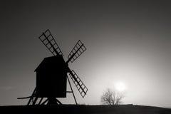 Vecchio mulino a vento Svezia Immagini Stock