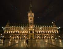 Vecchio municipio Amburgo alla notte Fotografia Stock Libera da Diritti