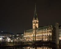 Vecchio municipio Amburgo alla notte Fotografia Stock