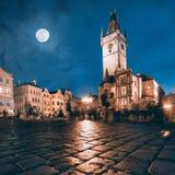 Vecchio municipio a Praga alla notte Fotografie Stock
