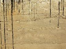 Vecchio muro di cemento con asfalto Fotografia Stock