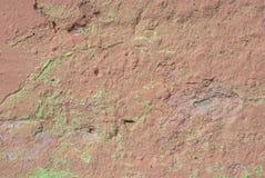 Vecchio muro di cemento con i danni e le crepe, fondo di struttura Fotografia Stock