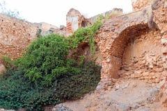 Vecchio muro di cinta crollato Immagini Stock