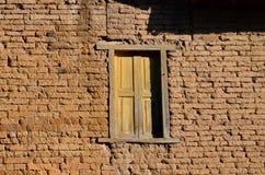 Vecchio muro di mattoni con la finestra Immagini Stock Libere da Diritti
