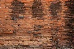 Vecchio muro di mattoni di decadimento Immagini Stock