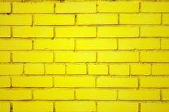 Vecchio muro di mattoni giallo Immagini Stock Libere da Diritti