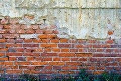 Vecchio muro di mattoni rosso-arancio 2 Immagine Stock