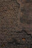 Vecchio muro di mattoni in un fondo Fotografie Stock Libere da Diritti