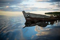 Vecchio naufragio nel lago Fotografia Stock Libera da Diritti