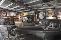 Vecchio negozio dell'automobile del minetown Fotografie Stock