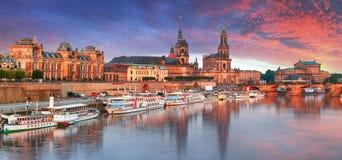 Vecchio orizzonte della città di Dresda, Germania sul fiume Elba Fotografia Stock Libera da Diritti
