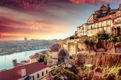 Vecchio orizzonte della città di Oporto, Portogallo al tramonto, bello paesaggio urbano Immagine Stock Libera da Diritti