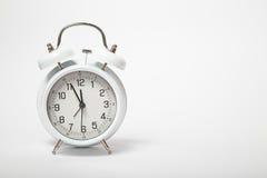 Vecchio orologio bianco su fondo bianco Fotografia Stock