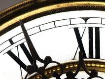 Vecchio orologio con i numeri romani Fotografia Stock
