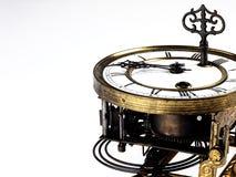 Vecchio orologio con i numeri romani e la chiave Immagini Stock