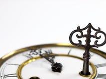 Vecchio orologio con i numeri romani e la chiave Fotografia Stock Libera da Diritti
