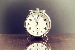 Vecchio orologio d'annata della Tabella Immagini Stock Libere da Diritti