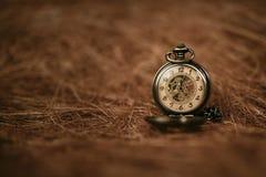 Vecchio orologio da tasca d'annata Fotografia Stock Libera da Diritti