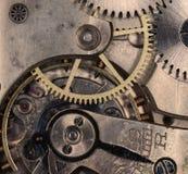 Vecchio orologio da tasca meccanico del movimento a orologeria Fotografie Stock