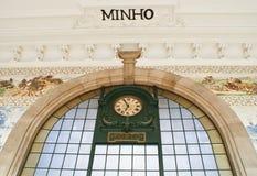 Vecchio orologio sulla stazione ferroviaria a Oporto Fotografia Stock Libera da Diritti