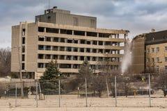 Vecchio ospedale trasversale d'argento demolito sull'itinerario 6 in Joliet, Illinois Fotografie Stock Libere da Diritti