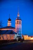 Vecchio paesaggio russo della città con la chiesa Vista di paesaggio urbano di Suzdal' Immagini Stock Libere da Diritti