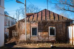 Vecchio paesaggio russo della città con la chiesa Vista di paesaggio urbano di Suzdal' Fotografia Stock Libera da Diritti