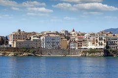 Vecchio paesaggio urbano della città di Corfù delle costruzioni Fotografia Stock Libera da Diritti