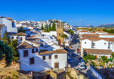Vecchio paesaggio urbano della città di Ronda, Spagna sulla gola di Tajo immagine stock libera da diritti