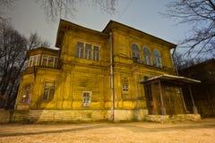 Vecchio palazzo di legno di Gromovs della proprietà terriera in San Pietroburgo Immagine Stock