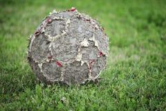 Vecchio pallone da calcio Fotografie Stock