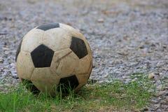 Vecchio pallone da calcio Fotografia Stock Libera da Diritti