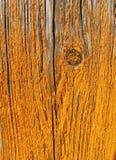 Vecchio pannello di legno con pelare giallo della pittura fotografie stock