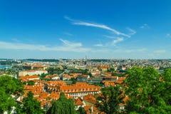 Vecchio panorama della città di Praga fotografie stock libere da diritti