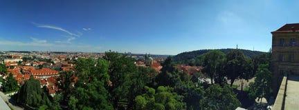 Vecchio panorama della città di Praga fotografia stock