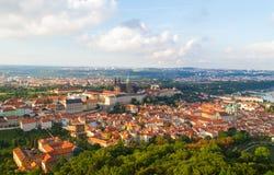 Vecchio panorama della città di Praga fotografie stock