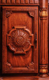 Vecchio particolare del portello di armadietto Immagini Stock