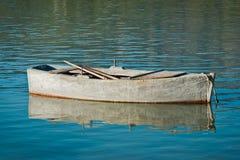 Vecchio peschereccio di legno ancorato Fotografie Stock Libere da Diritti