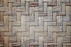 Vecchio piano tessuto della stuoia fatto dal fondo di bambù dell'erba Fotografie Stock Libere da Diritti