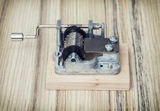 Vecchio piccolo di Music Box sui precedenti di legno, retro stile Immagini Stock Libere da Diritti